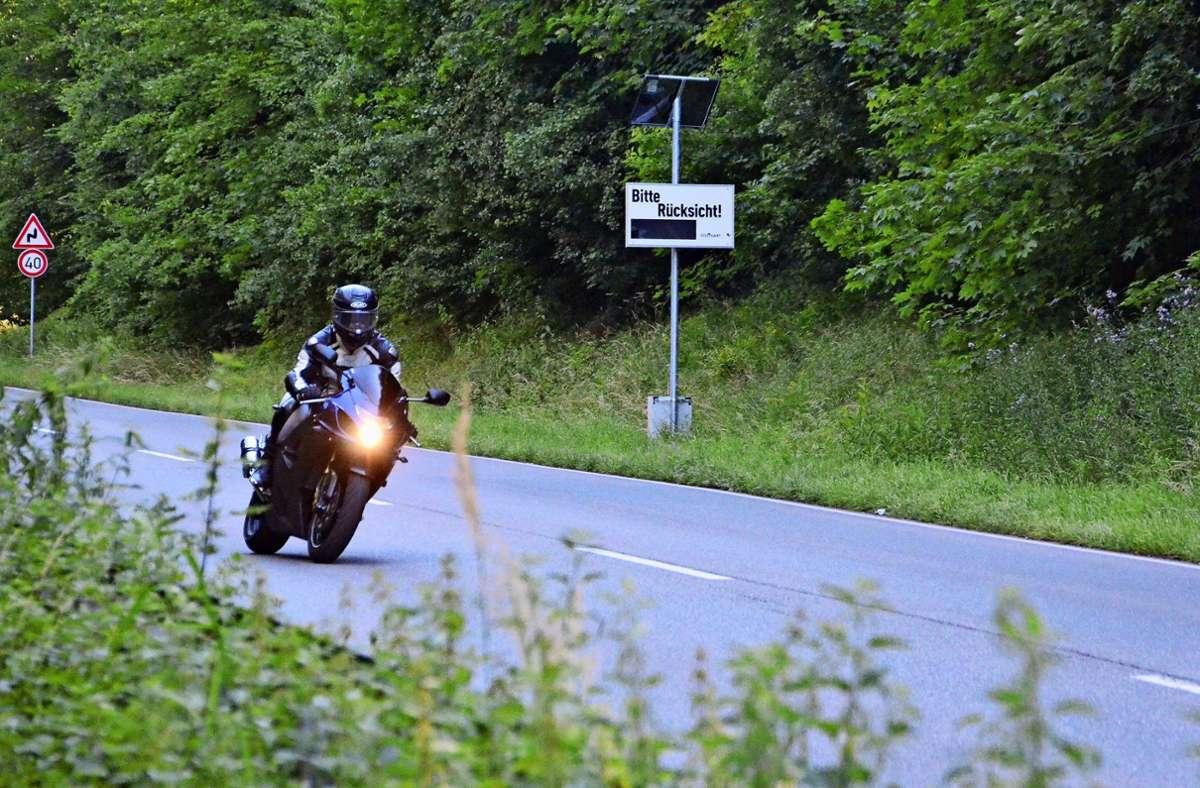 Die ehemalige Solitude-Rennstrecke ist bei Motorradfahren beliebt. Sehr zum Leidwesen der Anwohner. Seit April rufen Lärmdiaplays zu mehr Rücksicht auf. Foto: Sandra Hintermayr