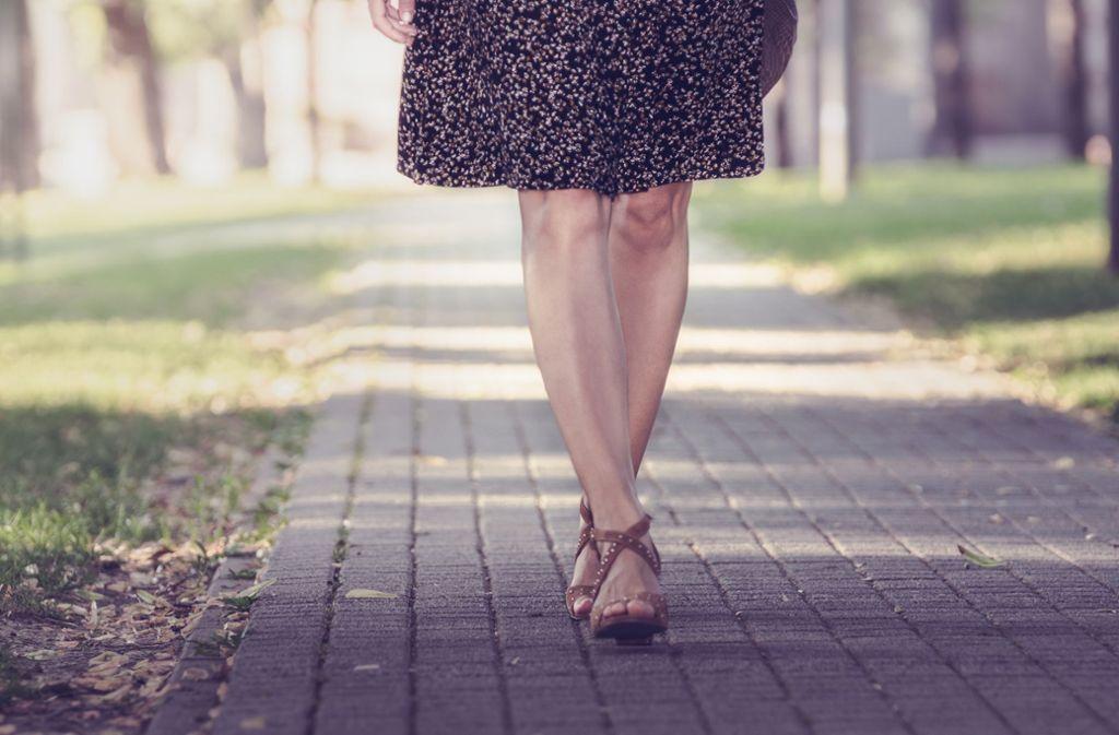 Weil er von einer attraktiven Frau abgelenkt war, hat ein 29-Jähriger in Bretten einen Unfall verursacht. (Symbolbild) Foto: Shutterstock