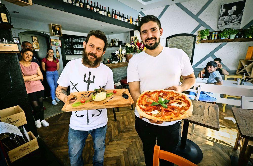 Giovanni Ventimiglia (links) und Lorenzo Bellusci servieren solide Klassiker. Foto: LG/Zweygarth