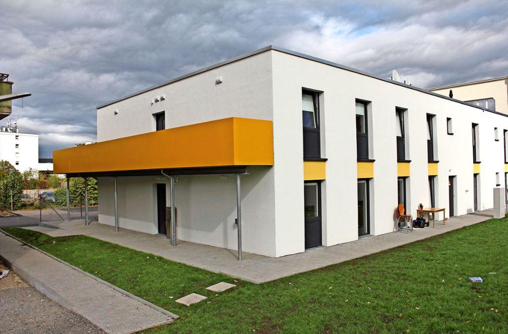 Derzeit bezahlen Bewohner, die Geld verdienen, knapp 390 Euro für  4,5 Quadratmeter Wohn- und Schlaffläche. Foto: Torsten Ströbele