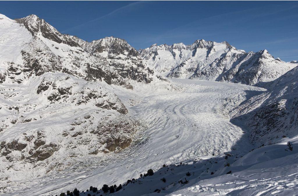Blick auf den Aletschgletscher. Der größte Gletscher der Alpen, der Aletsch in der Schweiz, droht wegen des Klimawandels bis Ende des Jahrhunderts auf ein paar Eisfelder zusammenzuschrumpfen. Foto: Georgios Kefalas/Keystone/dpa