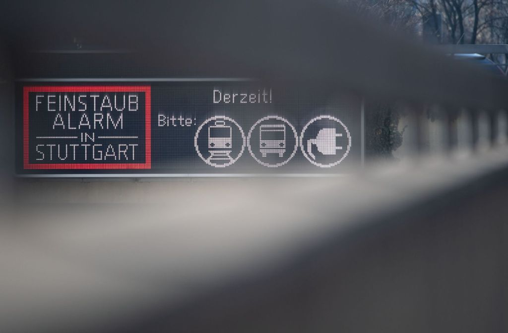 Dieser Hinweis gehört in Stuttgart bald der Vergangenheit an. Foto: dpa/Marijan Murat