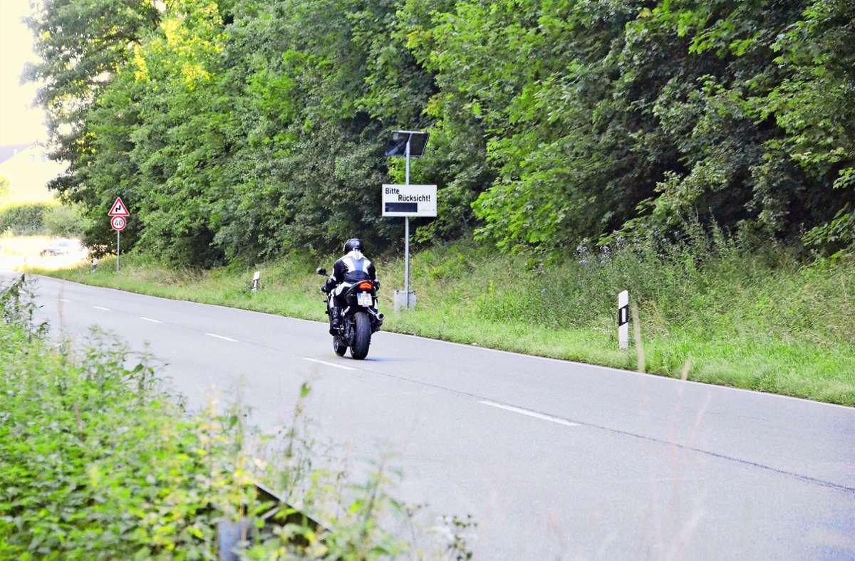 Der Appell, rücksichtsvoller zu fahren, fruchtet nicht bei allen Motorradfahrern. Dennoch: die Büsnauer wünschen sich, dass die Lärmdisplays bleiben. Foto: Sandra Hintermayr