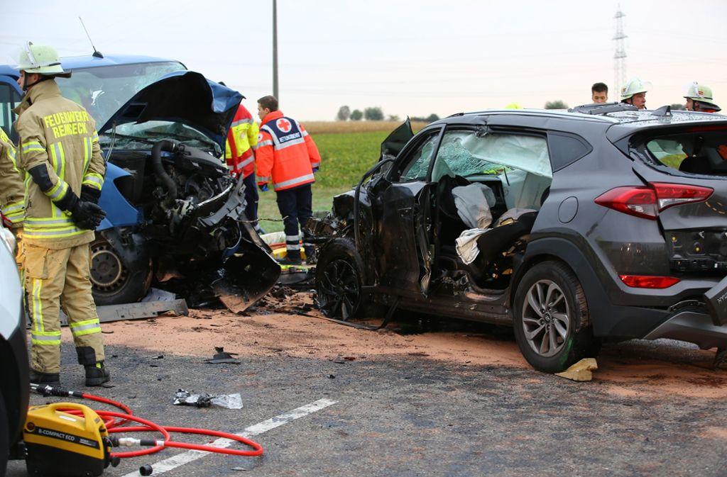 Schwerste Verletzungen trugen die Fahrer der beiden Unfallwagen davon. Foto: Karsten Schmalz