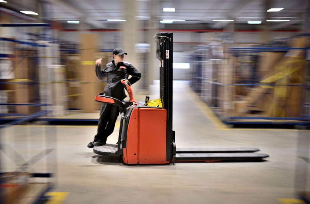 Insgesamt arbeiten 150 Menschen in dem neuen Service- und Logistikzentrum.  Foto: StZN / Weingand