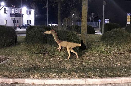 Dino-Dieb lässt Beute im Kreisverkehr zurück