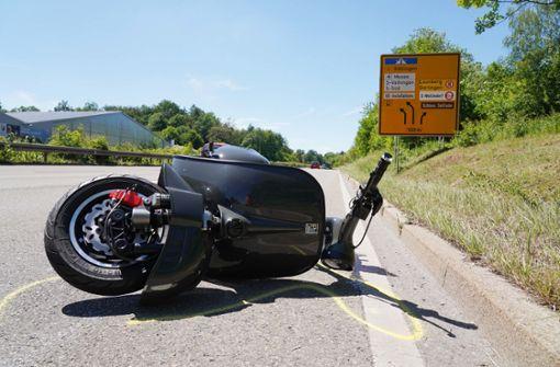 Rollerfahrer stürzt und wird schwer verletzt