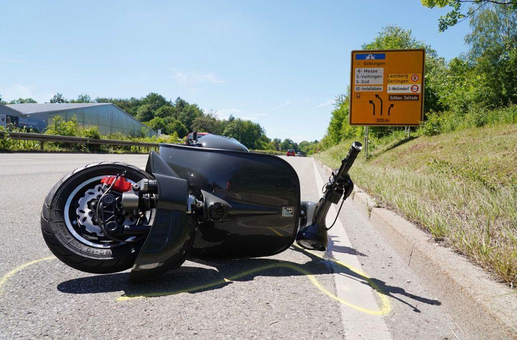 Der Rollerfahrer wurde schwer verletzt. Foto: Andreas Rosar/Fotoagentur-Stuttgart