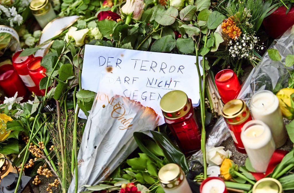 Auch eine Form des Gebets: Blumen, Kerzen und Wünsche in Berlin nach dem Terroranschlag vom 19. Dezember 2016 Foto: dpa
