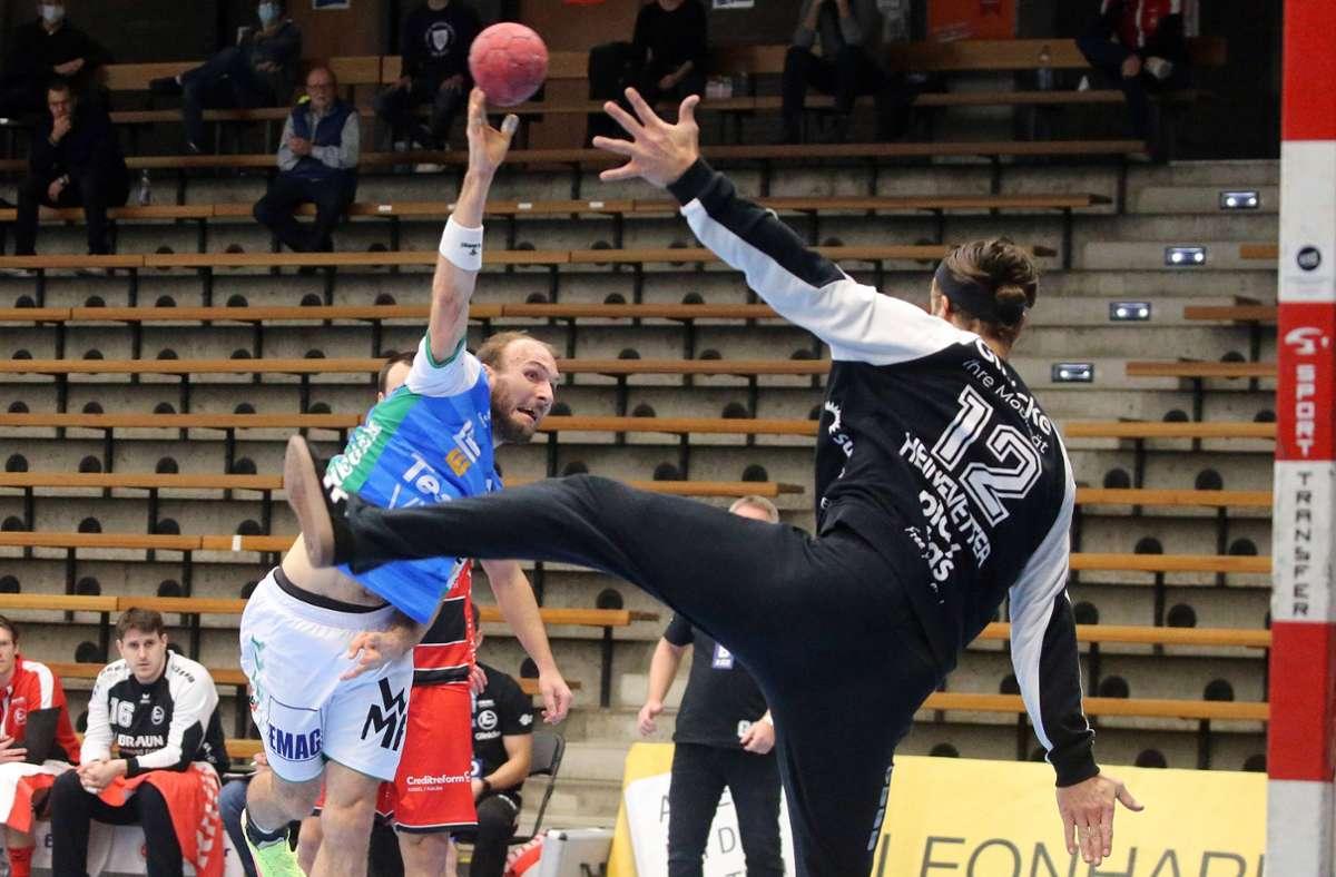 Wurde nach dem Spiel in Göppingen positiv getestet: Silvio Heinevetter (re.) von der MT Melsungen, hier gegen Frisch-Auf-Linksaußen Marcel Schiller. Foto: imago/Rudel