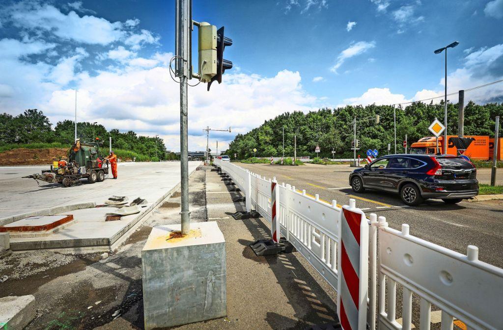 Der Asphalt wird durch Betonplatten ersetzt. Foto: factum/