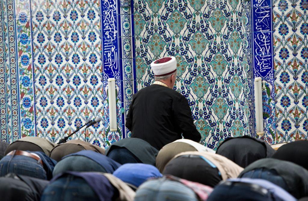 CSU-Politiker Scheuer will, dass in Zukunft in den Moscheen Deutsch gesprochen wird. Foto: dpa