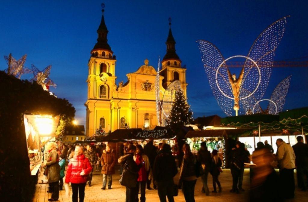 Viel Platz zum Wandeln: der Weihnachtsmarkt – hier ein Bild vom Vorjahr Foto: factum/Weise