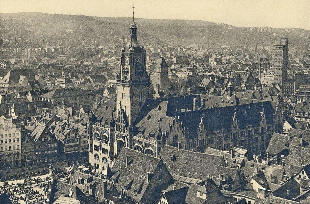 Von 1901 bis 1905 ist das alte Rathaus erbaut worden: Die Luftaufnahme  zeigt den Marktplatz und den Tagblattturm, der 1927/1928 gebaut worden ist. Foto: Paul Hommel