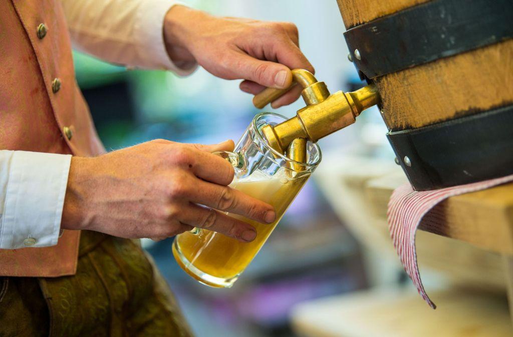 Vor allem helle Biere kommen bei den Käufern gut an. Foto: dpa/Lino Mirgeler