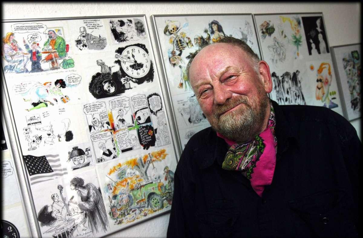 Kurt Westergaard vor seinen Karikaturen Foto: dpa/Preben Hupfeld