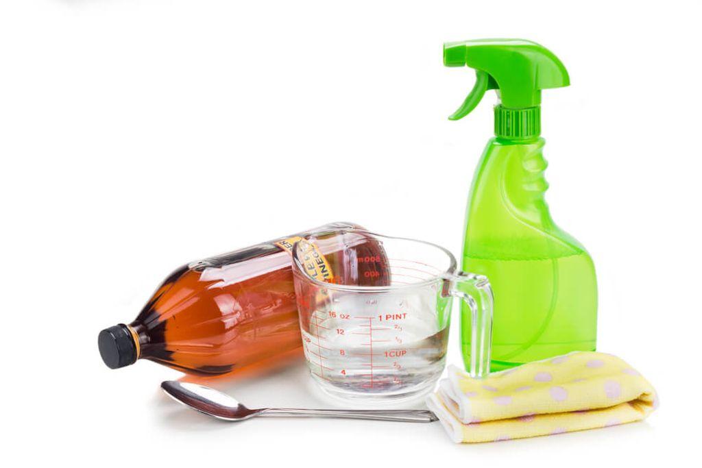 Mit wenigen Zutaten gelingen die Glasreiniger. Foto: ThamKC / shutterstock.com