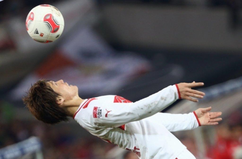 Egal ob mit Fuß oder  Kopf: Gotoku Sakai kann mit dem Ball umgehen Foto: Baumann