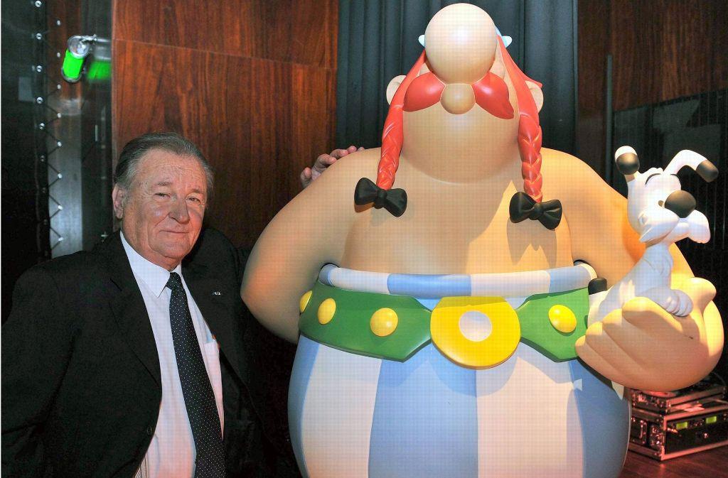 So kann es gehen: Albert Uderzo wird von seiner Schöpfung Obelix um einiges überragt. Foto: dpa