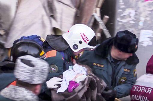 Baby nach 35 Stunden lebend gefunden