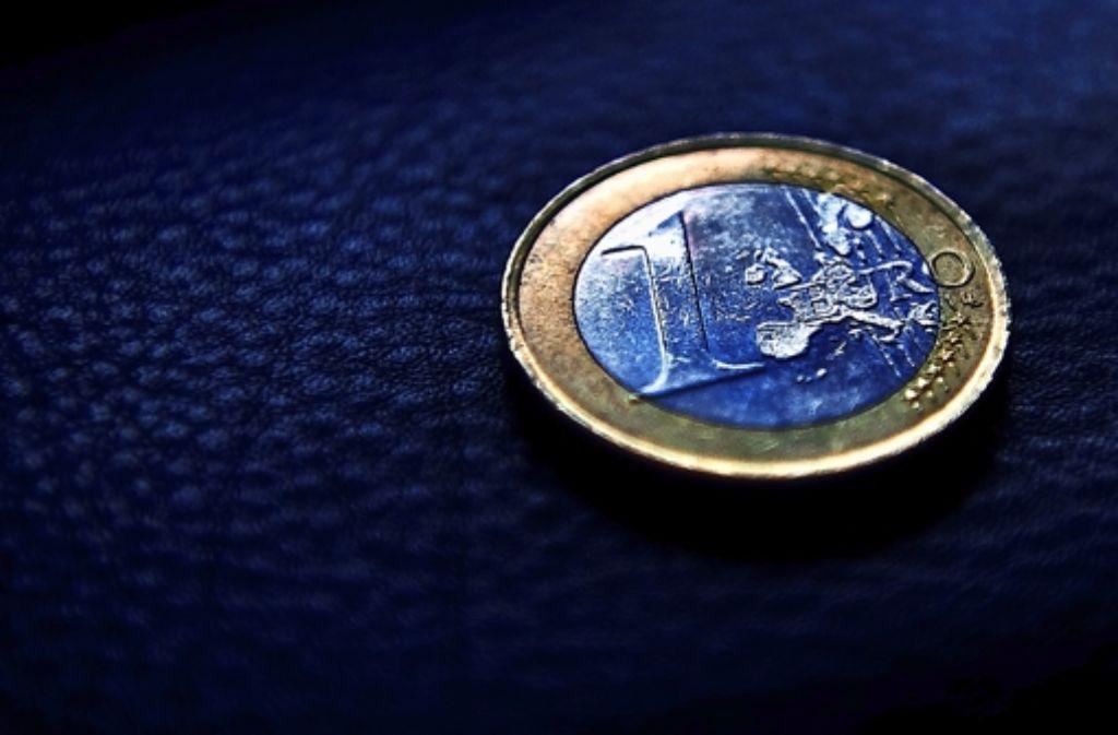 Die Menschen werden im Jahr 2013 an der einen oder anderen Stelle mehr Geld ausgeben müssen als bisher. Foto: dpa