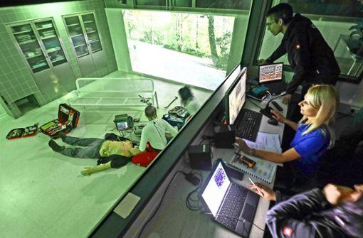 Notfallsanitäter und Ärzte üben den Ernstfall