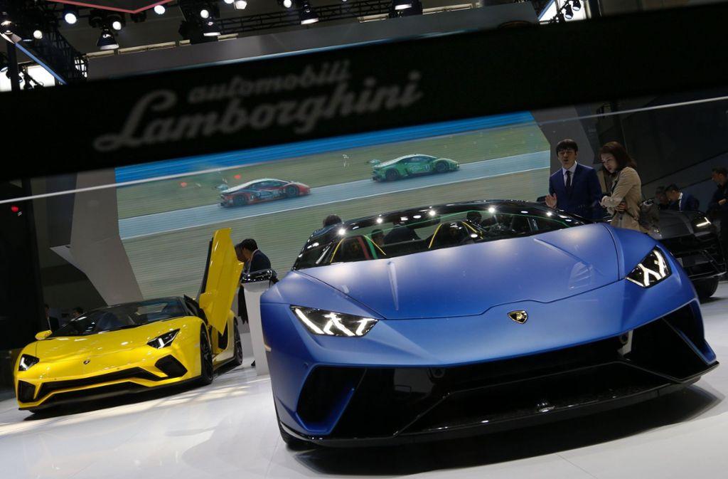 Auf der Auto China 2018 in Peking präsentiert Lamborghini derzeit seine neuesten Modelle. Mit einem Wagen des italienischen Sportwagenherstellers raste ein 57-Jähriger in eine Polizeikontrolle. (Symbolfoto) Foto: AP