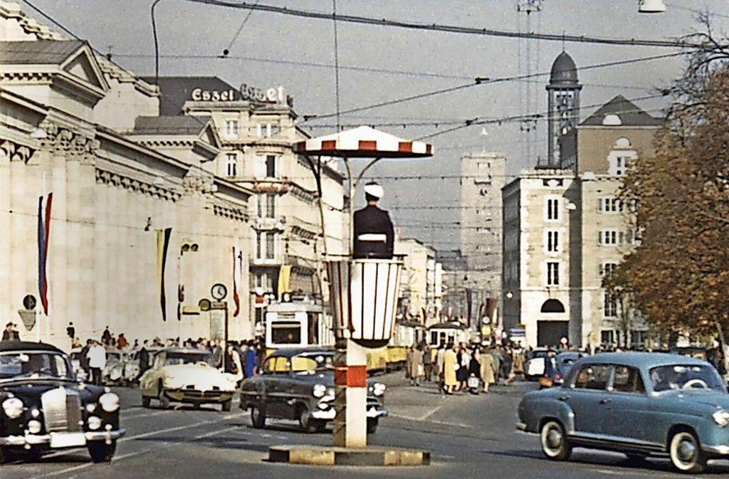 Autoverkehr auf der Königstraße um das  Jahr 1960. Foto: Haus des Dokumentarfilms