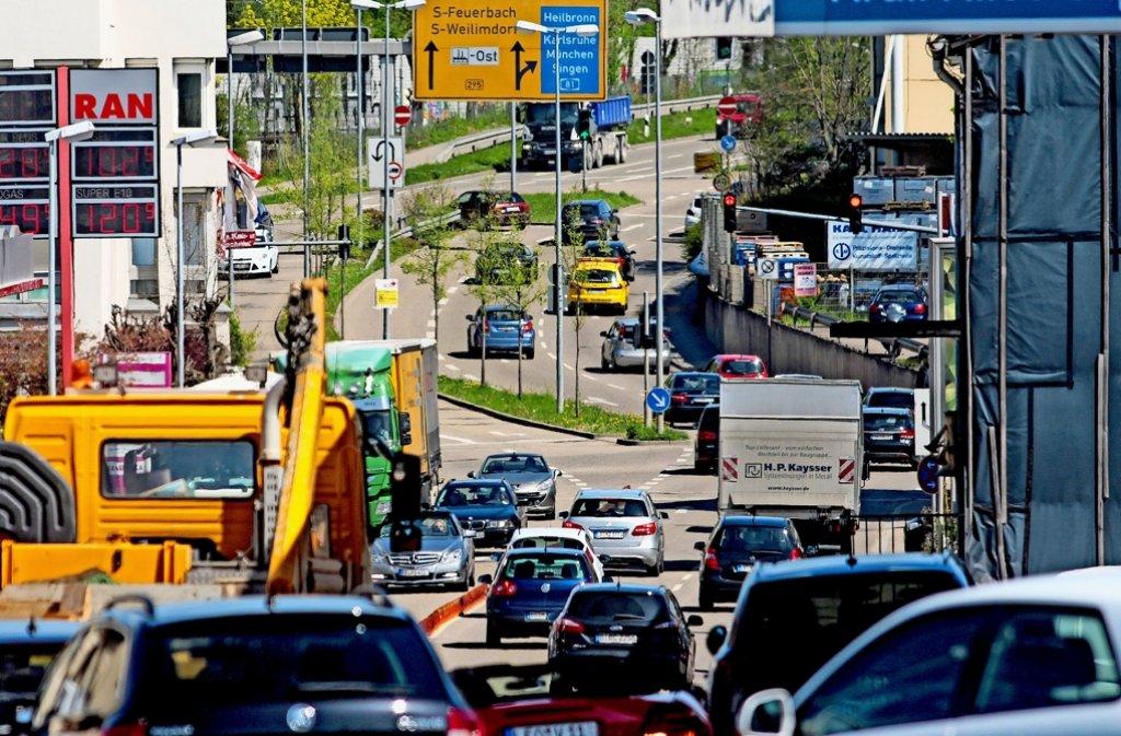 In Ditzingen stauen sich täglich die Pendler in der Siemensstraße. Foto: factum/Granville