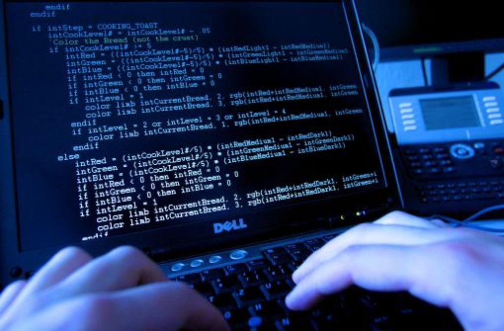 Sie sind als Mails von angeblichen Anwaltskanzleien getarnt - und enthalten gefährliche Computerviren. Foto: dpa
