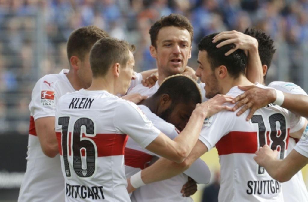 Keine gute Leistung, aber dennoch zufrieden mit einem Punkt gegen Darmstadt: Der VfB Stuttgart Foto: Pressefoto Baumann