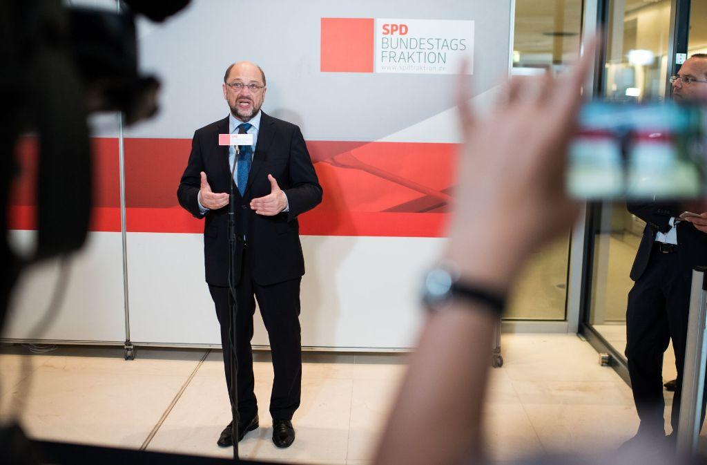 SPD-Chef Martin Schulz hat die notgedrungenen Personalentscheidungen am Dienstag vor Beginn der Fraktionssitzung im Bundestag verkündet. Foto: dpa