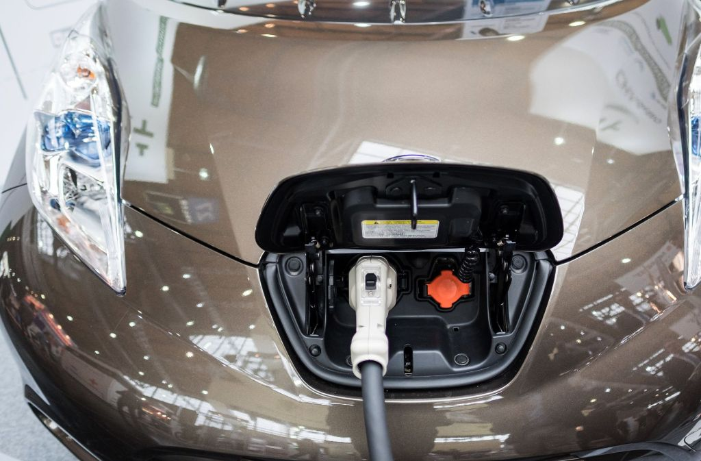 Gut für die Umwelt, aber schlecht für Arbeitnehmer oder Käufer? Insolvenzverwalter vermuten mehr Pleiten durch Elektroautos. Foto: dpa