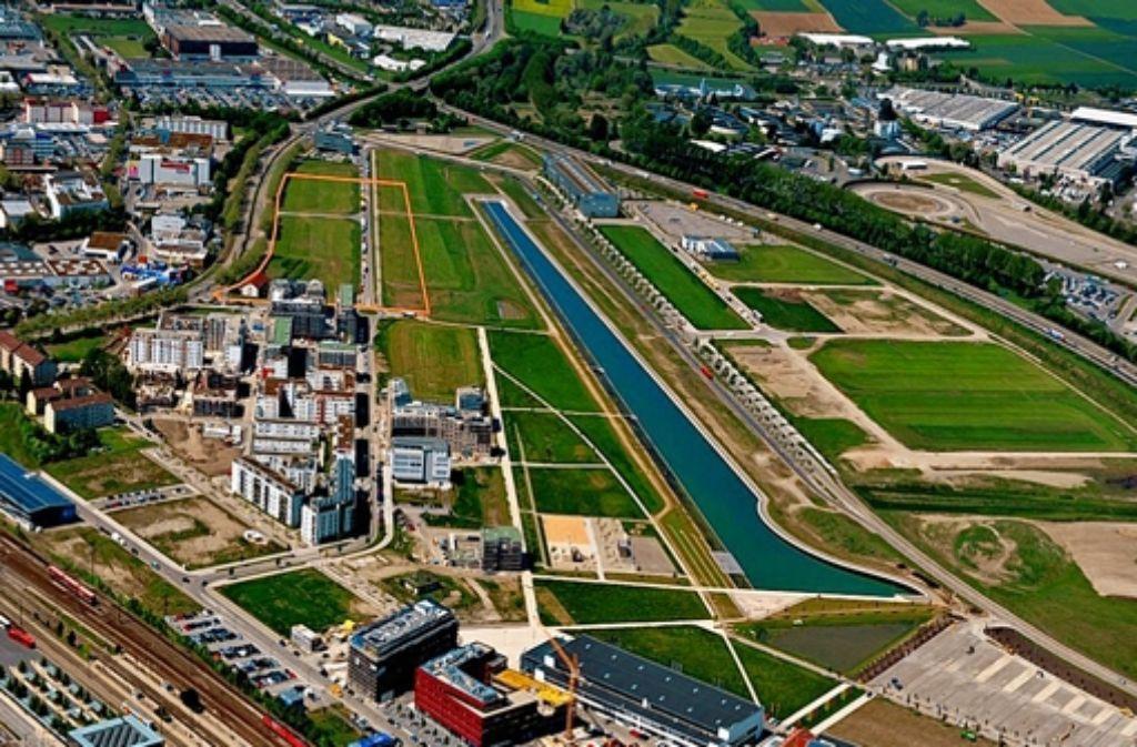 Das anvisierte Großkrankenhaus soll auf dem orange markierten Areal des Flugfelds zwischen Böblingen und  Sindelfingen gebaut werden. Foto: Klinikverbund Südwest/Stampe