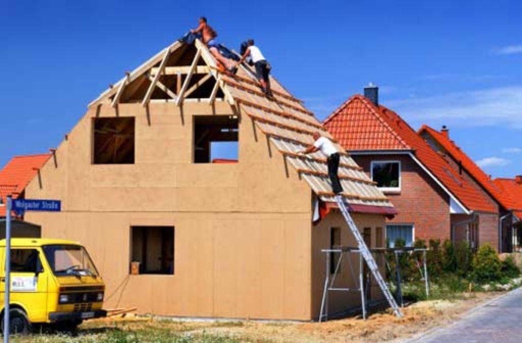 Grundstücke und Häuser sollen bald schon anders besteuert werden. Foto: dpa