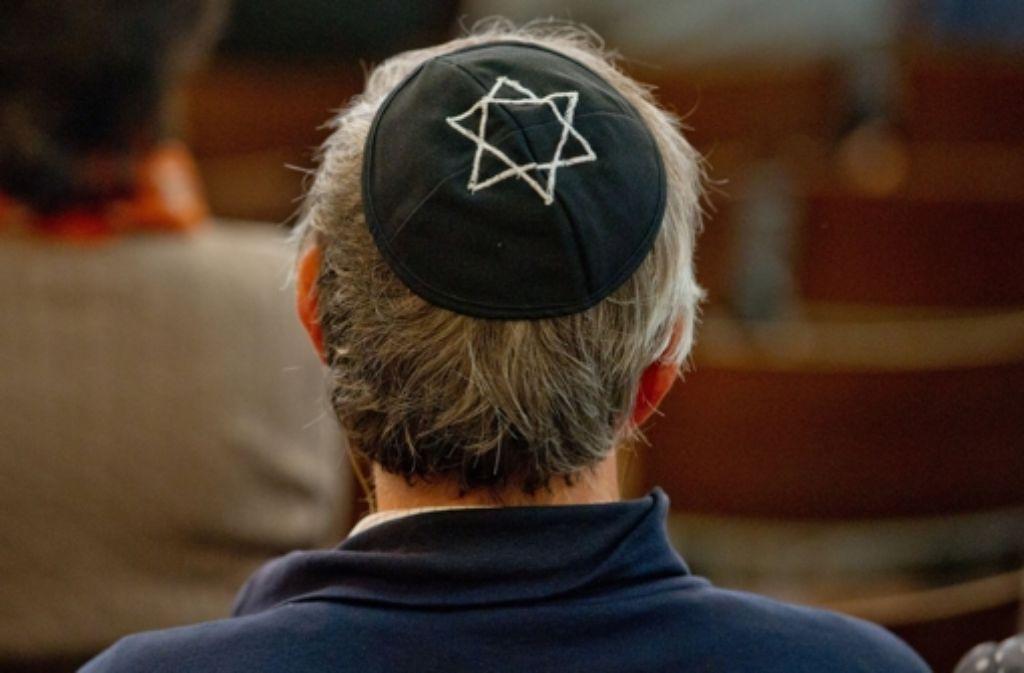 Der badische Landesrabbiner Moshe Flomenmann rät seinen jüdischen Glaubensbrüdern, die Kippa durch eine normale Mütze zu ersetzen, falls sie sich bedroht fühlen. Foto: dpa-Zentralbild