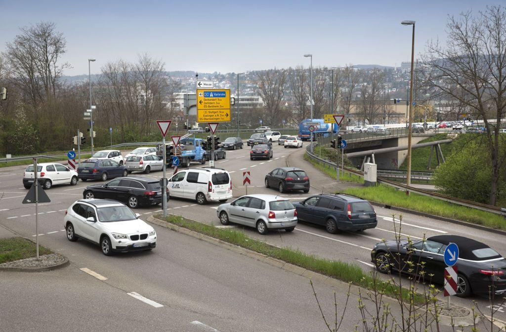 Schon heute ist die Situation bei der Adenauerbrücke oft chaotisch. Foto: Horst Rudel