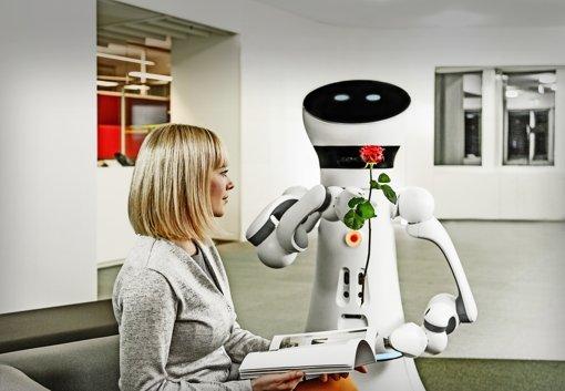 Zuvorkommend, nett und höflich soll der neue Serviceroboter Care-O-bot4 wirken. Foto: IPA/Rainer Bez