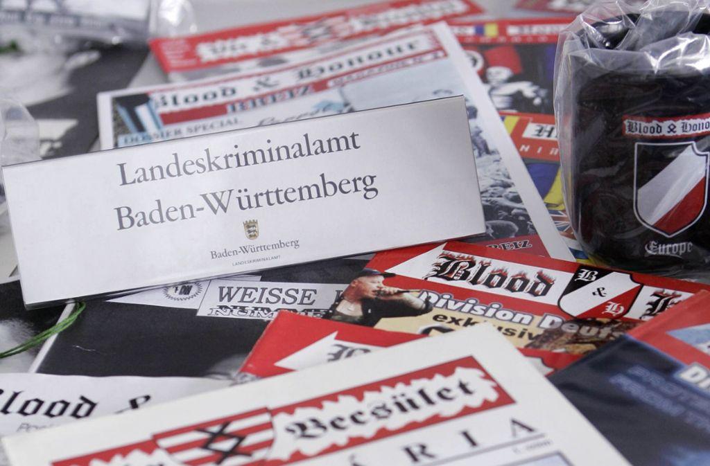 """Die weltweit organisierte rechtsextreme Gruppe """"Blood and Honour"""" und ihr Jugendverband """"White Youth"""" wurden im September 2000 vom Bundesinnenministerium verboten (Archivbild). Foto: AP"""