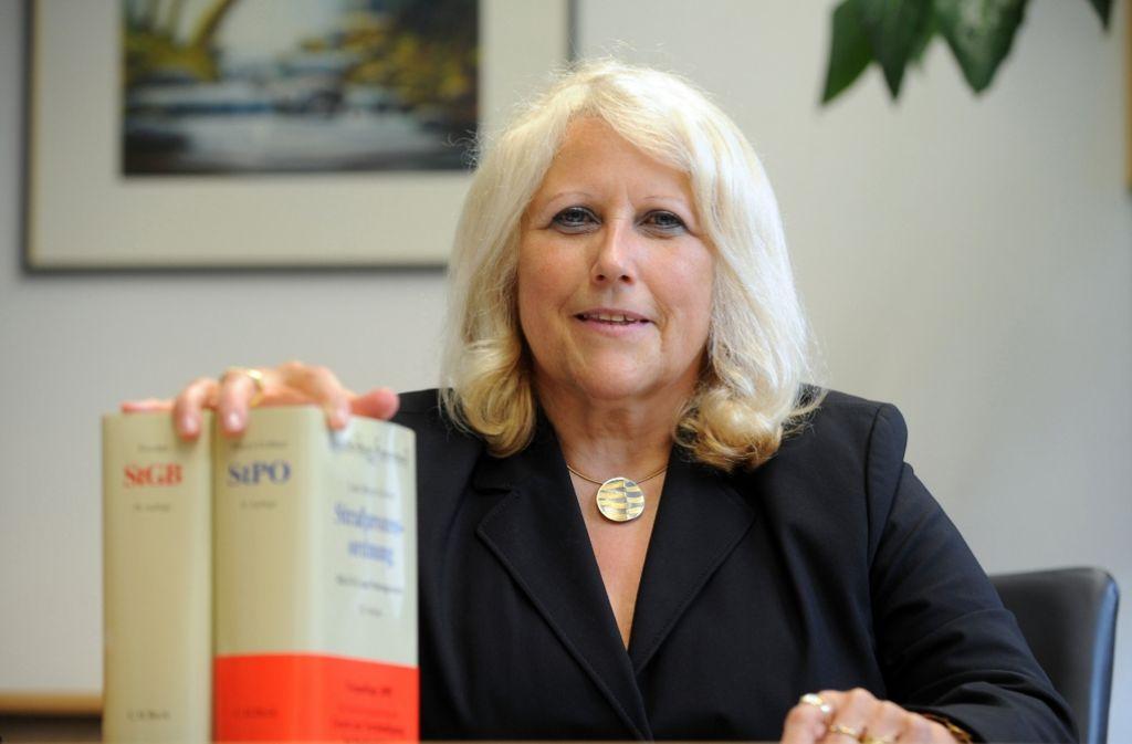 Das von ihr geschriebene Zeugnis wird nun vernichtet: die frühere OLG-Chefin Christine Hügel Foto: StZ