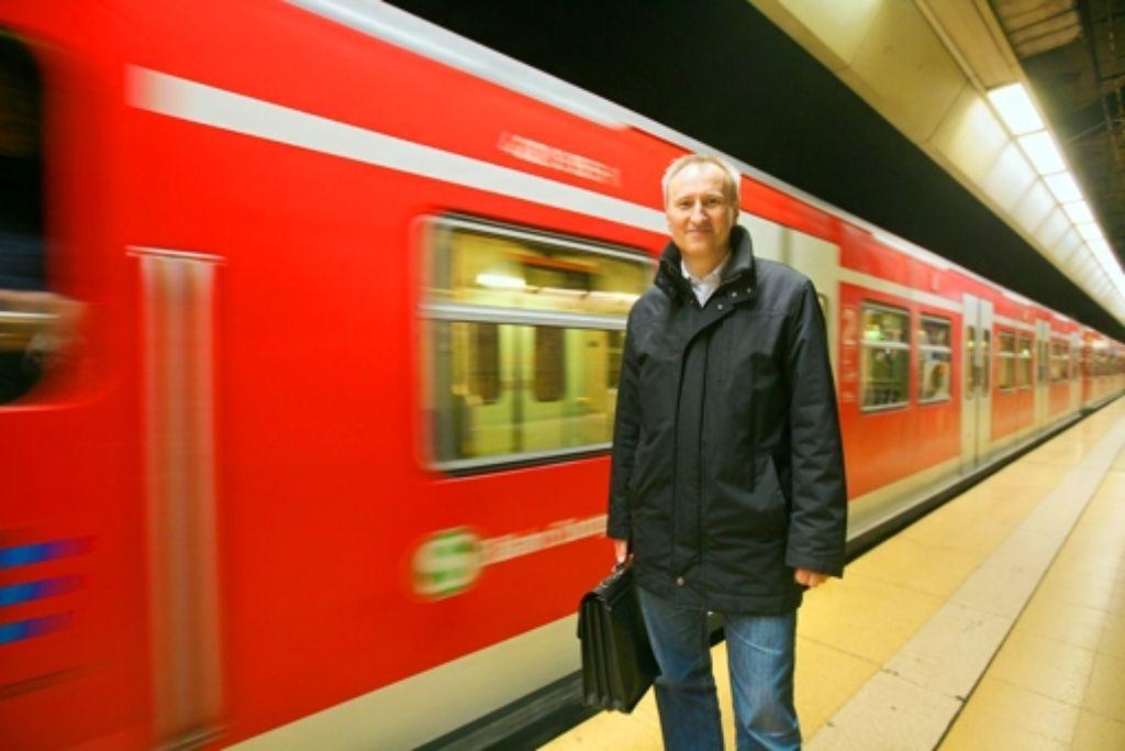 VVS-Geschäftsführer Horst Stammler geht mit gutem Beispiel voran und fährt immer mit der S-Bahn zur Arbeit.VVS-Geschäftsführer Horst Stammler geht mit gutem Beispiel voran und fährt immer mit der S-Bahn zur Arbeit.Der VVS-Geschäftsführer Horst Stammler geht mit gutem Beispiel voran und fährt immer mit der S-Bahn zur Arbeit.VVS-Geschäftsführer Horst Stammler fährt immer mit der S-Bahn zur Arbeit Foto: Achim Zweygarth Foto: Achim Zweygarth