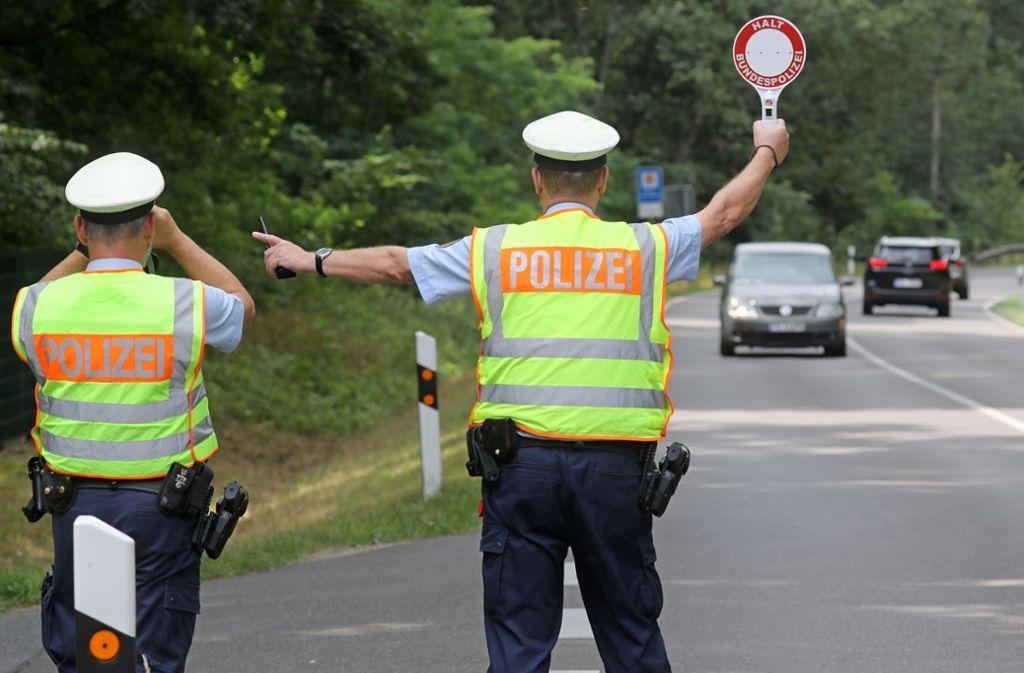 Die Bundespolizei entdeckte in einem Fernbus zahlreiche tote Tiere (Symbolbild). Foto: Bernd Wüstneck/dpa-Zentralbild