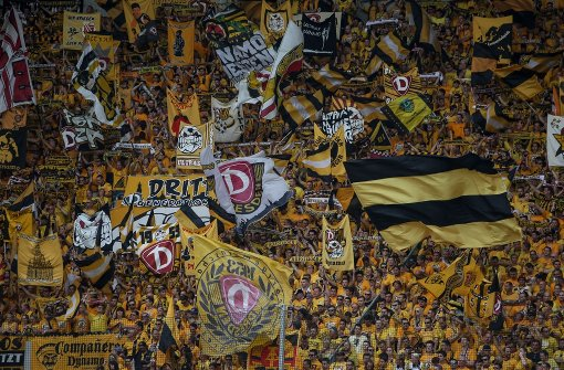 Dynamo-Dresden-Fans werfen abgetrennten Bullenkopf