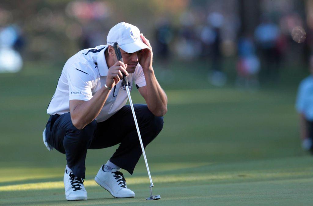 Volle Konzentration: Martin Kaymer vor seinem entscheidenden Putt beim Ryder Cup 2012 in Medina. Foto: imago/Sammy Minkoff