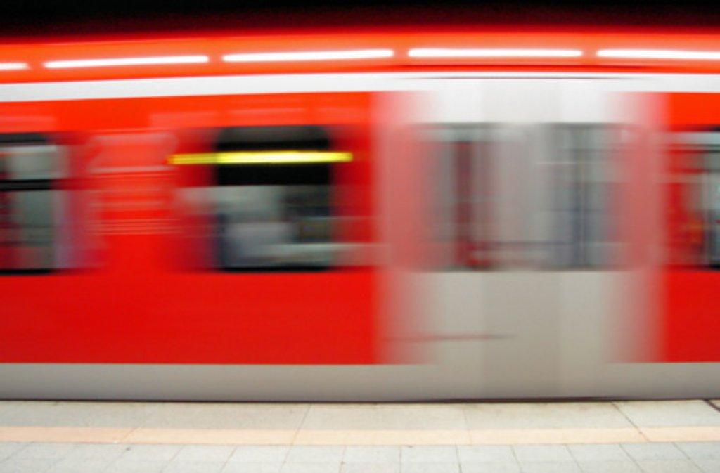 In einer S2 bei Kernen kommt es am Mittwoch zu einer Auseinandersetzung wegen eines fehlenden Fahrscheins (Symbolbild). Foto: Leserfotograf manibal