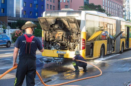 Motor von Linienbus fängt Feuer