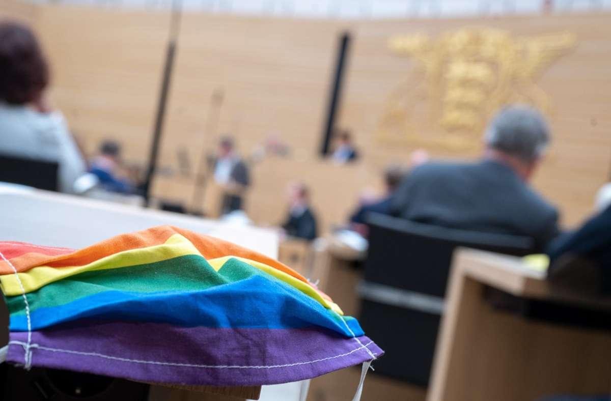 Maske im Landtag? Einige Abgeordnete haben sich befreien lassen. Foto: dpa/Sebastian Gollnow