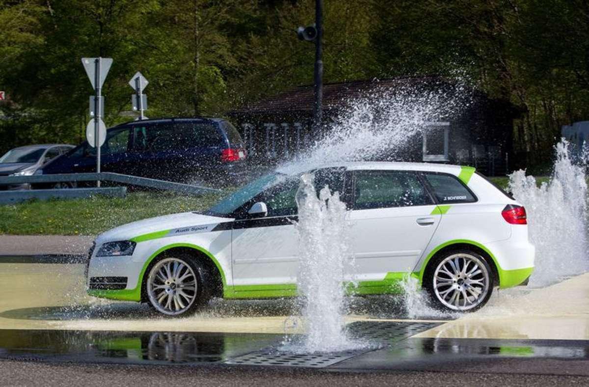 Auf der Übungsanlage werden Autofahrer mit realistischen Gefahrensituationen konfrontiert Foto: ADAC