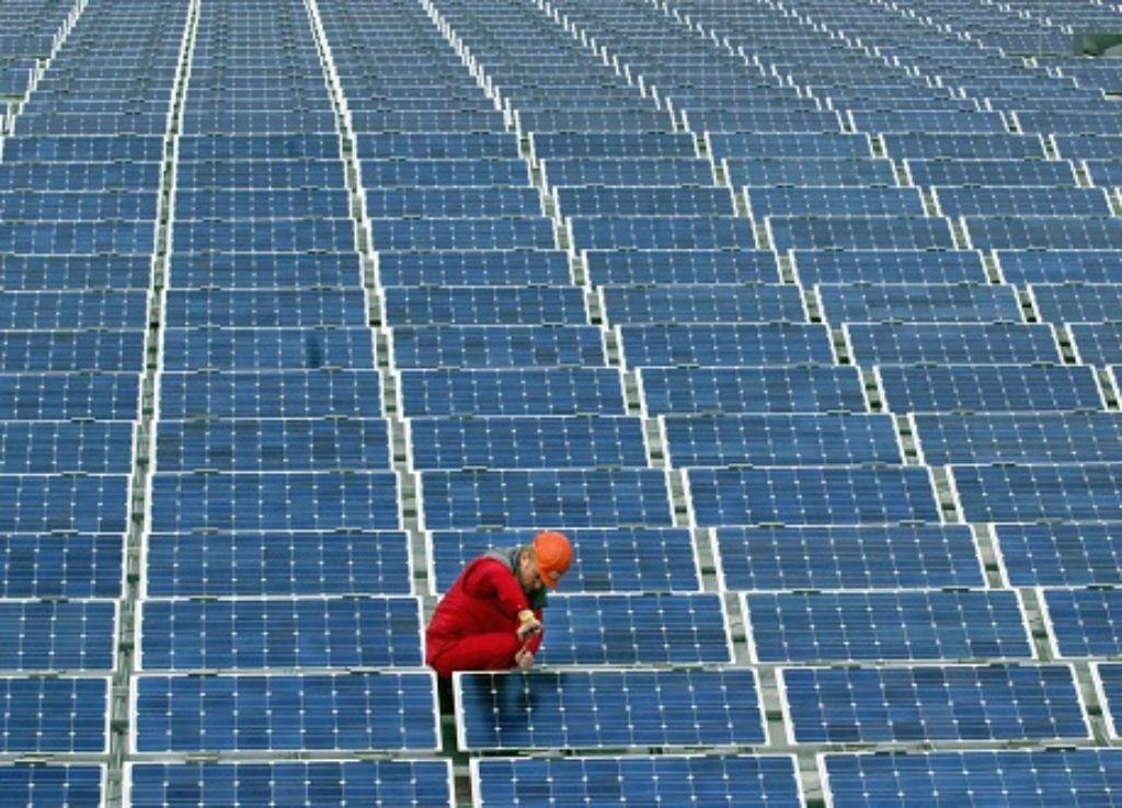 Im Sommer kommt der Strom vor allem vom Dach, im Winter aus dem  Blockheizkraftwerk. Foto: dpa
