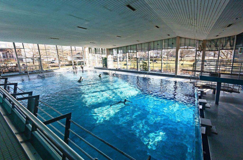 Das Gedankenspiel der Verwaltung sieht vor, die Schwimmhalle samt Becken grundlegend zu sanieren. Foto: Krämer